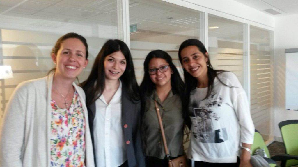 Salir Adelante: pasantías en banco Itaú