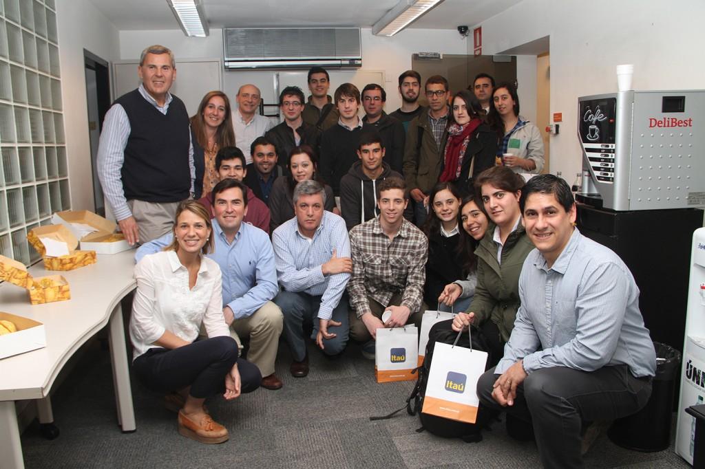Visita de alumnos de Camino TICs a banco Itaú (10)